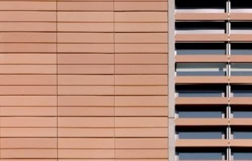 Fachadas ventiladas sistema nbk con placas cer micas for Fachadas de ceramica