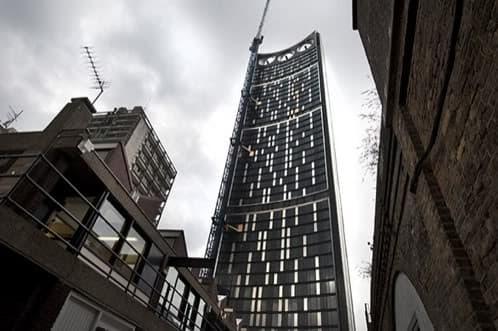 Racacielos The Razor con 3 TURBINAS eólicas