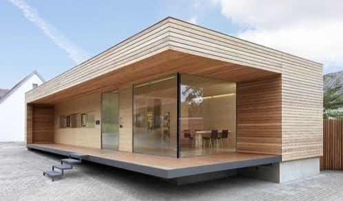 Moderna oficina de madera de 77m2 con cocina y ba o for Oficinas pequenas modernas en casa