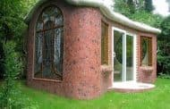 Cobertizo inspirado en la arquitectura de Gaudí