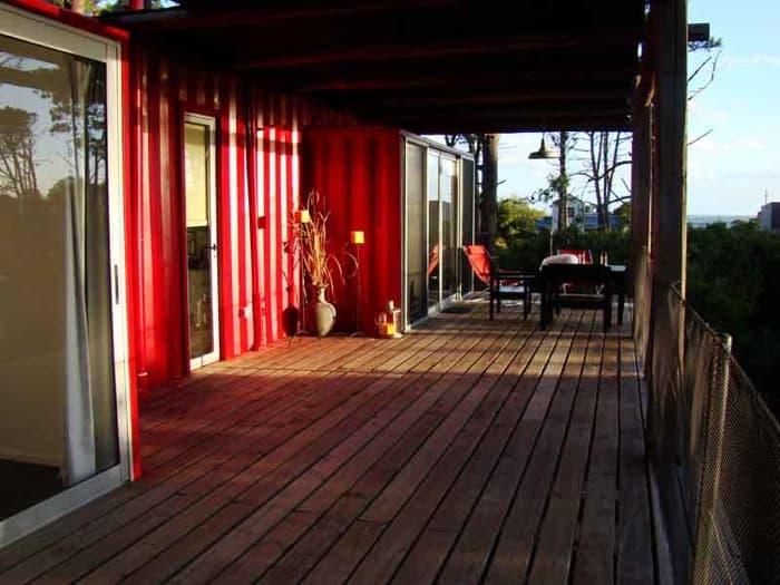 terraza-hotel-de contenedores en Uruguay