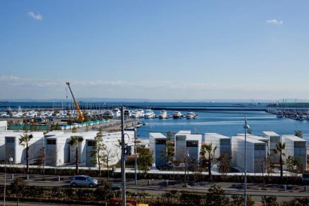 Hotel_Bayside_Marina-contenedores-carga-Yasutaka