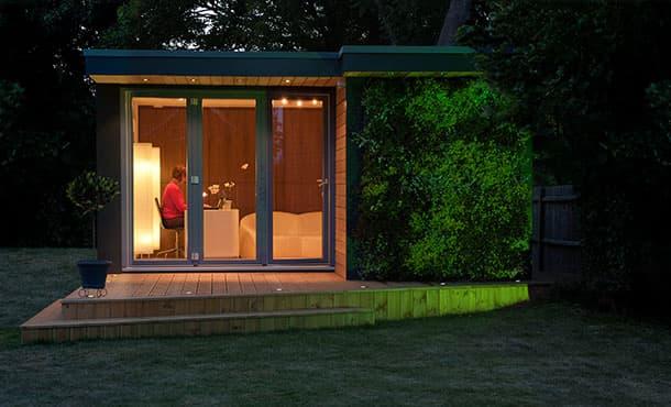 Casetas de jard n eden con jard n vertical en fachada - Casetas prefabricadas para jardin ...