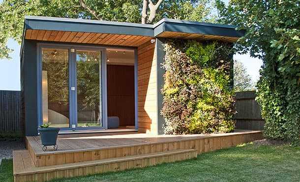 Casetas de jard n eden con jard n vertical en fachada for Caseta exterior jardin