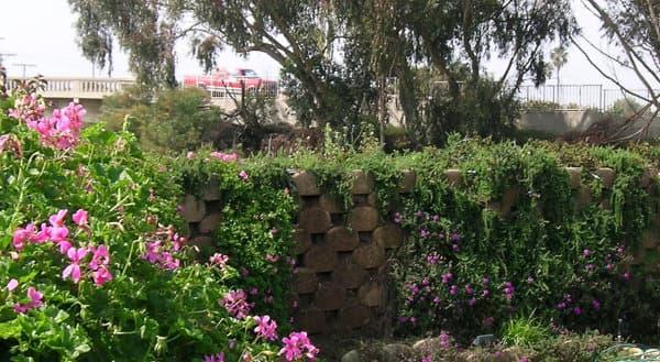 bloques-hormigon-para-muros-contencion-con-vegetacion