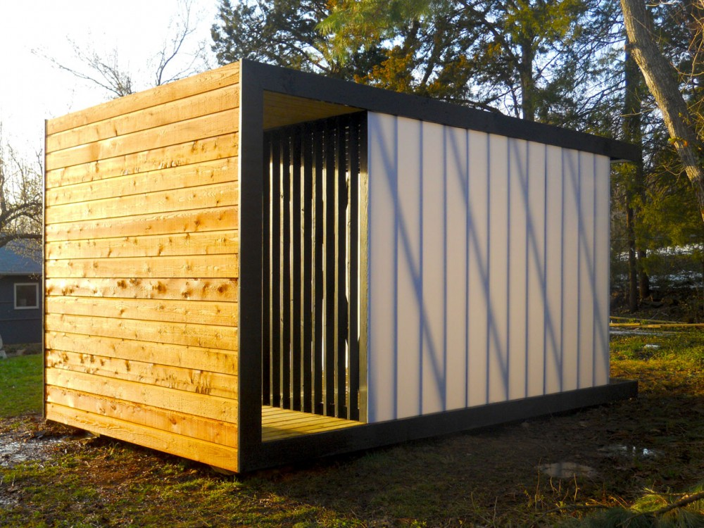 Polypod moderno cobertizo de madera y paneles de for Cobertizo de plastico para jardin