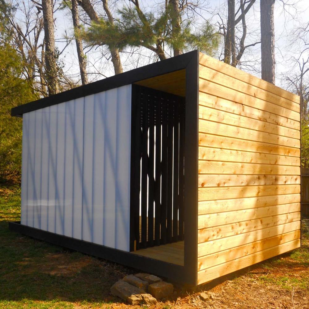 Polypod moderno cobertizo de madera y paneles de for Casetas de resina para jardin
