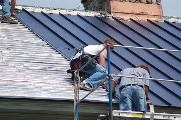 Tejados met licos con sistema sandwich solar fotovoltaico for Tejados solares