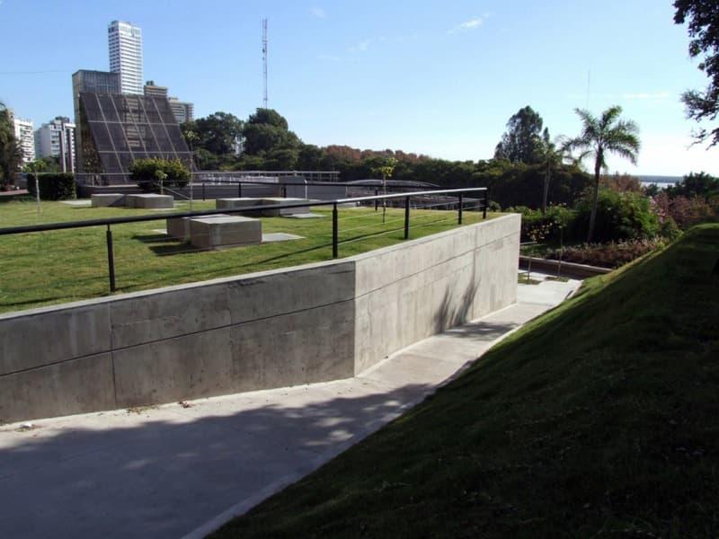 Iluminacion Baño Publico:Baños públicos en un parque de Rosario (Argentina)