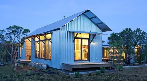 Porch house casas ecol gicas con exterior de chapa corrugada for Casas de chapa para jardin