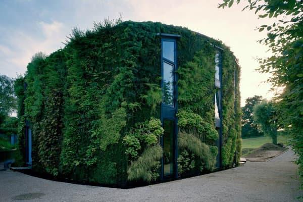 Casa con fachadas vegetales construida a las afueras de - Cubiertas vegetales para tejados ...