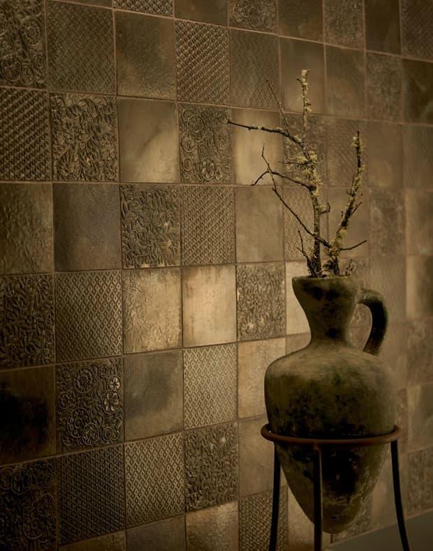 Azulejos-metalicos-bronce-con-material-reciclado-1