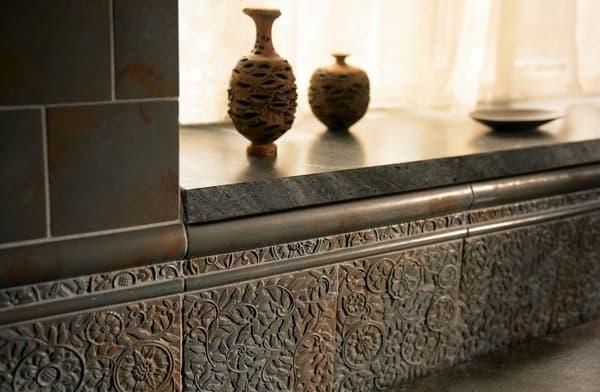 azulejos metálicos de bronce-con-material-reciclado