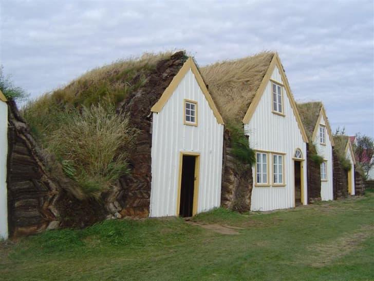 casas-revestimiento-vegetal-y-piedra-Islandia-2