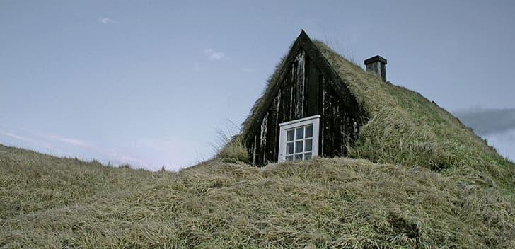 Antiguas casas sostenibles con cubierta vegetal islandia - Casas en islandia ...