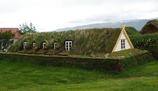 casas-revestimiento-vegetal-y-piedra-Islandia-4