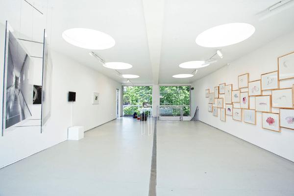 interior-GAD-galeria-arte-con-contenedores-de-carga-10