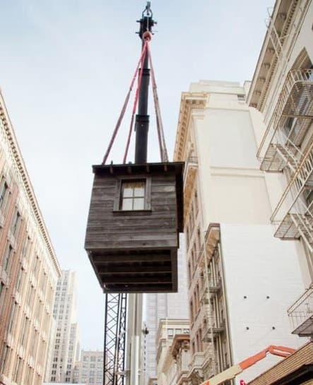 cabaña-madera-colgada-fachada-10
