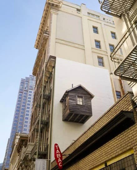 cabaña-madera-colgada-fachada-2