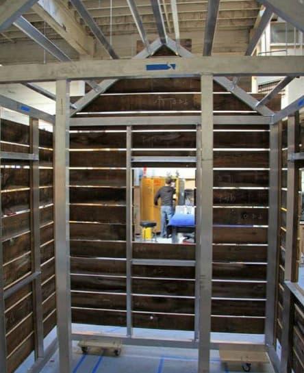 montaje-cabaña-madera-colgada-fachada-6