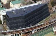 Edificio totalmente cubierto con placas solares