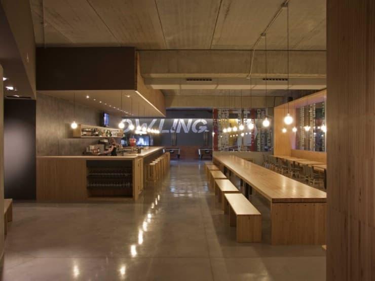 Restaurante ozone amueblado con madera recuperada for Restaurante madera