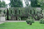 Casa prefabricada con fachada artística de espejos