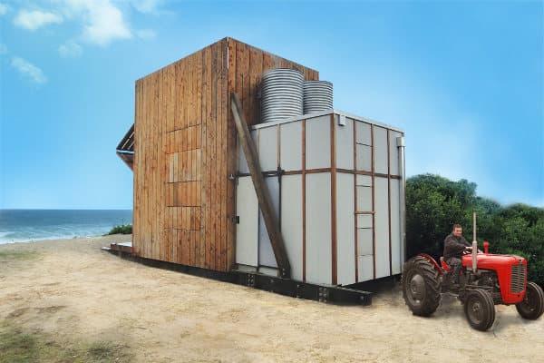 casa remolcada por un tractor