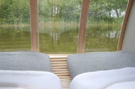 casa-flotante-de-madera-3