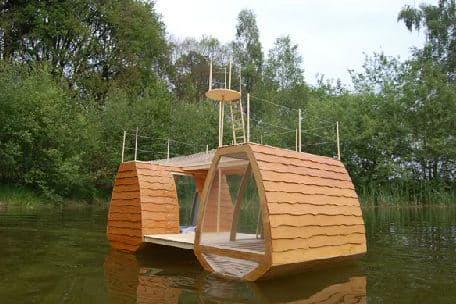 casa-flotante-de-madera-4