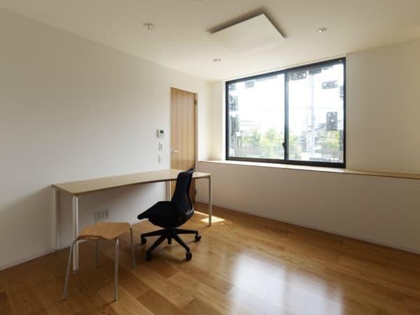 habitacion-edificio-fachada-vegetal-paneles-aluminio