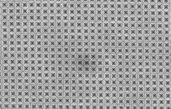 superficie-solar-nanopiramides-invertidas