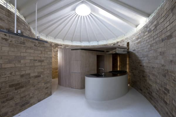 interior casa-Earth-Bricks-Atelier-Tekuto