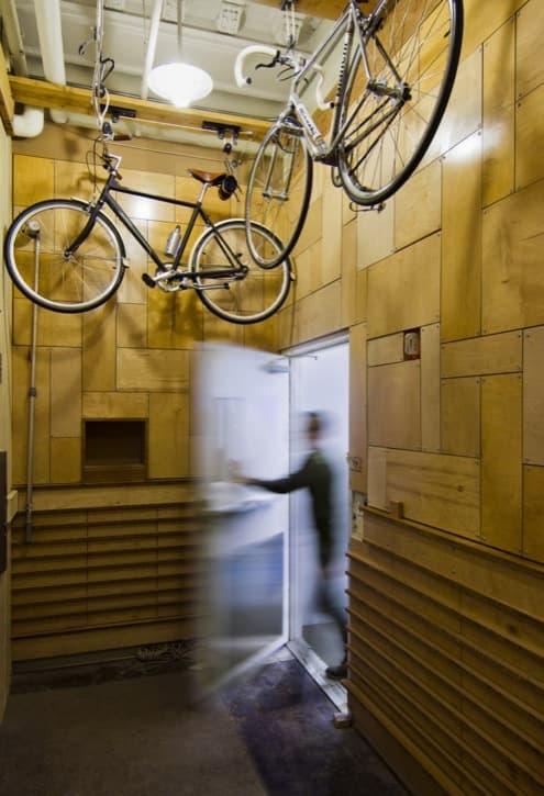 reforma-oficinas-Nueva_York-bicicletas colgadas