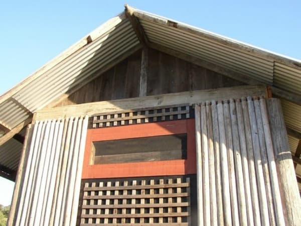 detalle-refugio-hecho-con-madera-recuperada