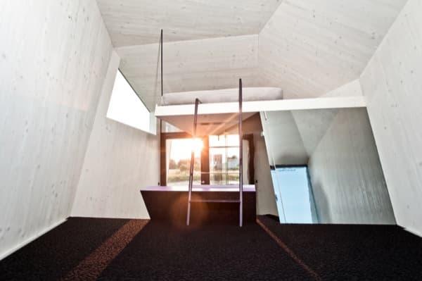 interior-Hypercubus-habitacion-hoter-prefabricada