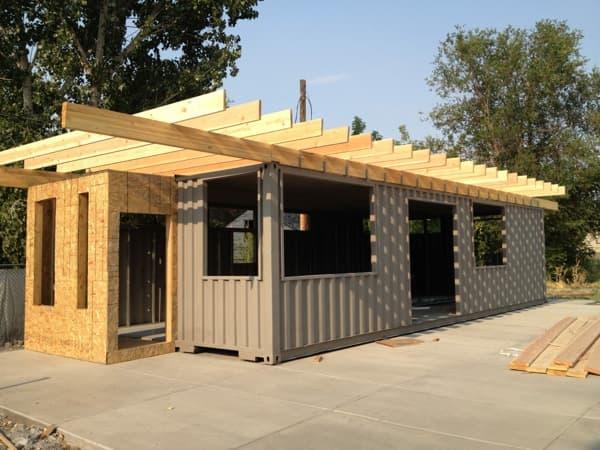 Sarah house casas de una ong construidas con containers for Casas de container modernas
