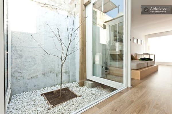 Casa en mallorca ampliada con contenedores de carga for Casas con patio interior