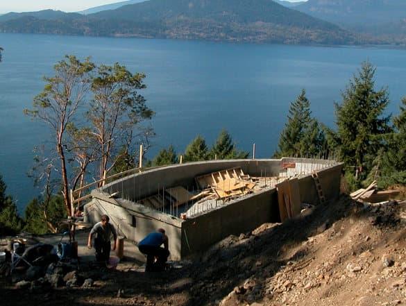 2006-construccion-piscina-desbordante