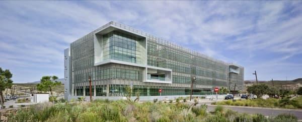 Edificio pit goras arquitectura sostenible para oficinas for Exterior oficinas