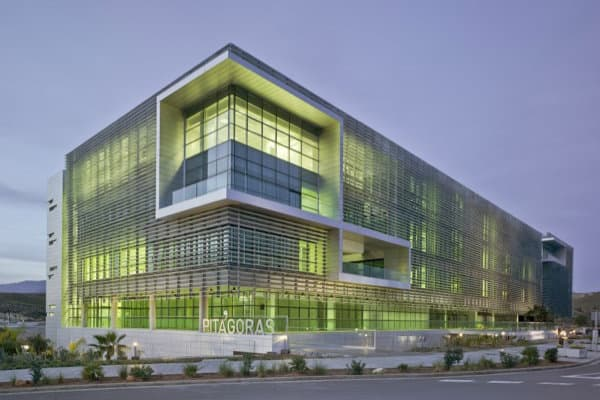 Edificio pit goras arquitectura sostenible para oficinas for Oficinas unicaja almeria