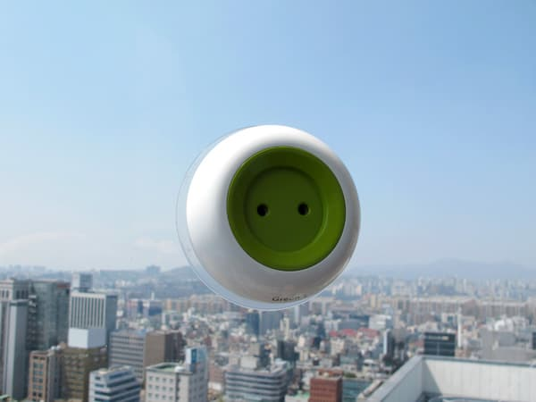 Window_Socket-enchufe-solar