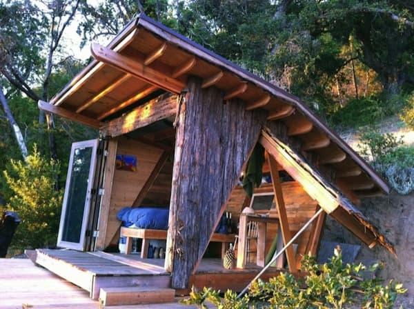 Hawk-House-cabaña-madera-latera-abatido