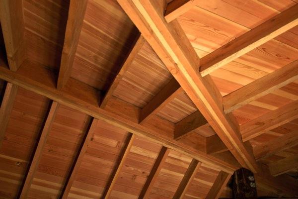 Cabaña-Alpina-madera-detalle-techos