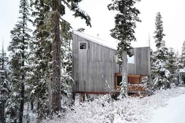Cabaña-Alpina-madera-paisaje-nevado