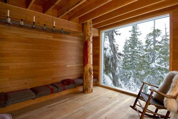 Cabaña-Alpina-madera-ventana-sala