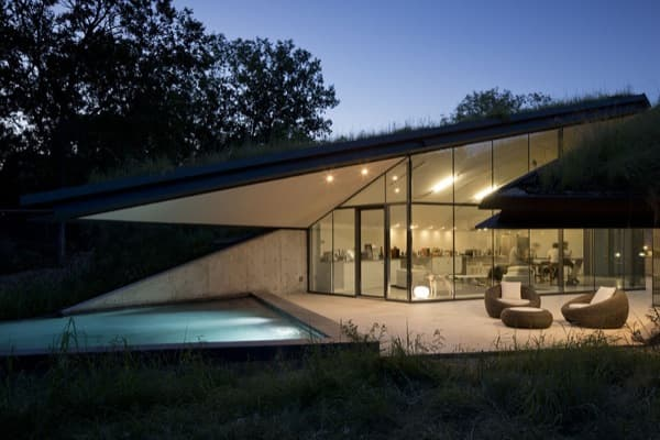 Edgeland-House-exterior-nocturno