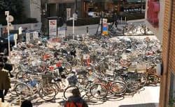 demasiadas-bicis-aparcadas-calle
