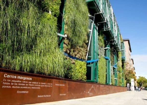 zocalo-jardin-vertical-Palacio-Congresos-Vitoria