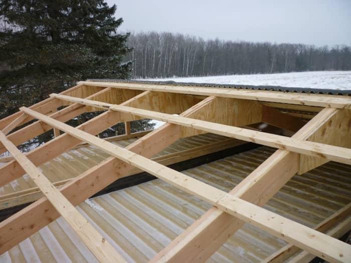 Construir una casa con contenedores tutorial detallado - Estructura de madera para cubierta ...